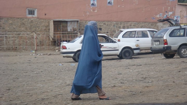 16-afghan-woman-in-parwan