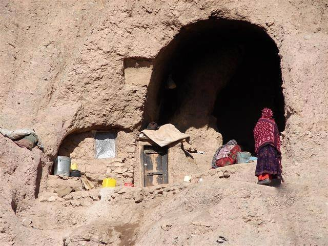 Hazaras-forced-in-BamiyanBuddha-caves-2016-04