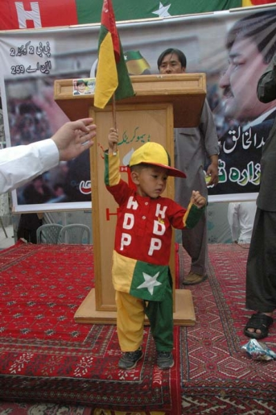 04-kid-wearing-hdp-flag2