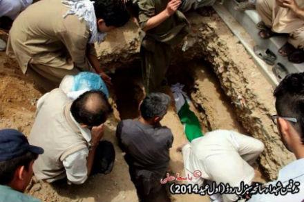 2-hazaras-killed-EidFit-July292014-burial